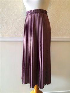 Staring at Stars pleated skirt ~ wine purple elastic waist ~ size Small ~ $20.00 + shipping. 🌺