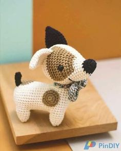 Character number 18 in pica-pau's brand new book is Daniel Jack Russell 🐶. Daniel is a librarian with a master in Library Science. And, occasionally, Daniel works as a bartender. He says he likes it because he can also wear his beloved bow tie to. Crochet Dog Patterns, Amigurumi Patterns, Beginner Knitting Projects, Crochet Projects, Stuffed Animal Patterns, Amigurumi Doll, Crochet Animals, Crochet Dolls, Handmade Toys