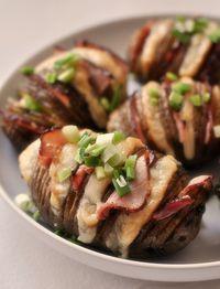 Ziemniaki pieczone z serem i szynką. Hasselback potatoes Polish Recipes, Polish Food, Baked Potato, Grilling, Bbq, Potatoes, Favorite Recipes, Baking, Ethnic Recipes