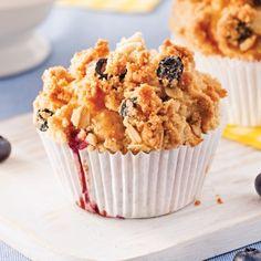 Blueberry Muffins with Crumble – Recept – Matlagning och Nutrition – Pratico Pra … - Schweizer Rezepte! Muffin Cups, Blue Berry Muffins, Muffin Recipes, No Bake Desserts, Coffee Cake, Scones, Biscuits, Nutrition, Brunch