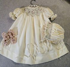 Smocked Baby Clothes, Girls Smocked Dresses, Little Girl Dresses, Flower Girl Dresses, Smocking, Punto Smok, Baby Dress Design, Pleated Fabric, Christening Gowns