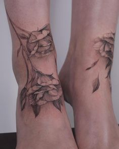 Leg tattoo ideas, foot tattoo #womantattoo #foottattoo -#legtattoo - tattoo ideas, small tattoos, tattoo ideas female, mini tattoos, tattoo designs, butterfly tattoo, sleeve tattoos, minimalist tattoo, unique tattoos, finger tattoos, hand tattoos, tattoo ideas for men, best friend tattoos, flower tattoos, sunflower tattoo, word tattoos, tattoo flash art, tattoo sketches, couple tattoos, matching tattoos, stick and poke tattoo, rose tattoo, tattoo drawings, pretty tattoos, simple tattoos, Dot Tattoos, Mini Tattoos, Finger Tattoos, Small Tattoos, Sleeve Tattoos, Pretty Tattoos, Unique Tattoos, Botanical Tattoo, Tattoo Flash Art