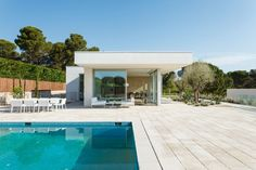 Costa Calsamiglia Arquitecte Designs a Contemporary Home in Empúries, Spain