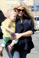 Jessica Simpson And Ashlee Go Toy Shopping