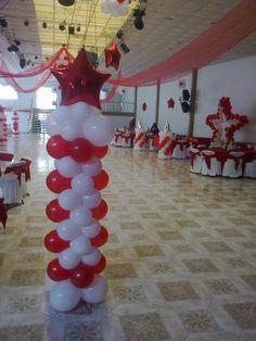 Columna en tono rojo y blanco. La foto es propiedad de DecorArte valle de bravo.
