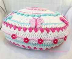 CROCHET CUSHION applique pillow white crochet di KerryJayneDesigns, £45.00