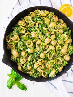 Rezept für cremige Avocado-Pasta mit grünem Spargel