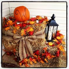 35 Beautiful DIY Fall Outdoor Decor Ideas You Will Like - doityourzelf Deco Champetre, Manualidades Halloween, Autumn Decorating, Porch Decorating, Decorating Ideas, Decoration Originale, Deco Floral, Fall Crafts, Halloween Decorations