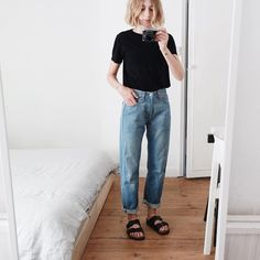Could a pair of jeans be anymore unflattering on the crotch? Simple Outfits, Casual Outfits, Cute Outfits, Fashion Outfits, Fashion Ideas, Beautiful Outfits, Girl Outfits, Fashion Tips, Black Tees