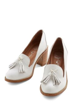Contemporary Go Round Heel. A pair of sweet, low heeled, white loafers with tasseled fronts #modcloth http://pbly.co/EA_a145