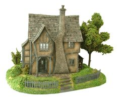 1:48th Pumpkin Cottage & Base by Bea Broadwood  www.petite-properties.com