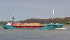 11 mei 2001 inkomend Nieuwe Waterweg bij Maassluis  FAST SIM  (ex. VERITAS)  http://vervlogentijden.blogspot.nl/2016/07/elke-dag-een-nederlands-schip-uit-het_16.html
