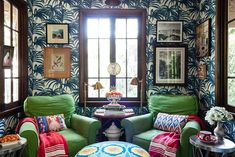 If you've struggled with how to arrange furniture, decorating ideas, design inspiration and beyond, here are 30 small living rooms to inspire. Small Living Room Design, Small Living Rooms, Living Room Designs, Living Spaces, Hollywood Homes, West Hollywood, Furniture Slipcovers, Love Home, Of Wallpaper