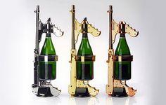 Vergoldete Champagner-Pistole - Klebrige Sommerausrüstung für Neureiche https://www.langweiledich.net/vergoldete-champagner-pistole/