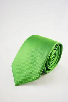 corbatas verdes https://www.corbatasygemelos.es/corbatas-estrechas/632-corbata-estrecha-moderna-verde.html