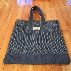 American eagle tote Adorable American eagle tote bag. Polka dot demin wash. Perfect for the beach or gym American Eagle Outfitters Bags