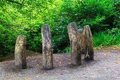 Una escultura en el paseo de la abadía de Kylemore