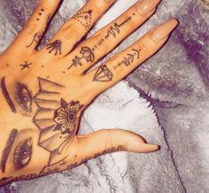 grafika tattoo and nails