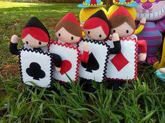 Alice no País das Maravilhas Wonderland Party, Alice In Wonderland, Felt Crafts, Diy And Crafts, Felt Finger Puppets, Baby Binky, Felt Sheets, Felt Fairy, Cute Princess