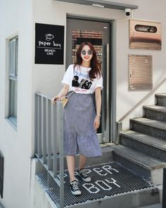 Style Need A Boost? Try These Ideas For Becoming More Fashionable. Many people do not think that a sense of style comes easily to them. Korean Street Fashion, Korea Fashion, Asian Fashion, Fashion Moda, Look Fashion, Girl Fashion, Womens Fashion, Chic Outfits, Inspired Outfits
