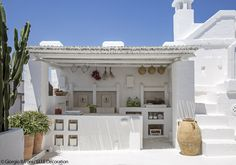 Outdoor kitchen in Puglia, Italy Interior Design Blogs, Design Exterior, Interior And Exterior, Backyard Beach, Greek House, My Dream Home, Beautiful Homes, Outdoor Living, House Design