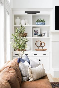 Home Living Room, Living Room Designs, Living Room Decor, Living Spaces, Farmhouse Family Rooms, Modern Farmhouse, Coastal Family Rooms, Built In Shelves Living Room, Living Room Inspiration