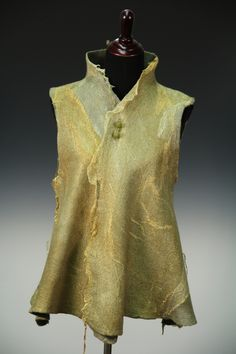Visit the post for more. Wet Felting Projects, Felting Tutorials, Creative Textiles, Nuno Felting, Needle Felting, Over 50 Womens Fashion, Felt Fabric, Felt Art, Wool Felt