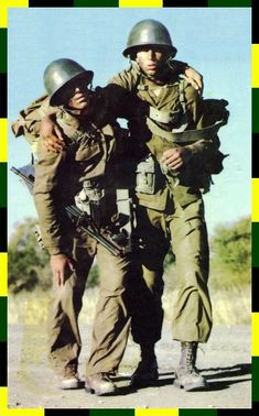 """Vasbyt my maatjie, just a few more klicks. Military Life, Military History, Once Were Warriors, Parachute Regiment, Military Special Forces, Army Day, Brothers In Arms, Defence Force, Army Uniform"