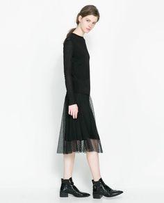 La jupe mi-mollet à plumetis de Zara   DailyELLE