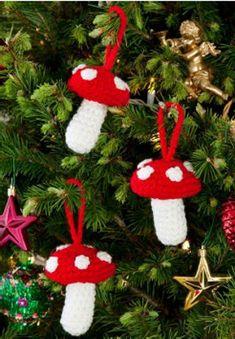 """""""Jolly Vacanze: 15 gratuiti maglia e uncinetto da regalo e Progetti vacanze"""" eBook gratuito da Red Cuore Filati   FaveCrafts.com"""
