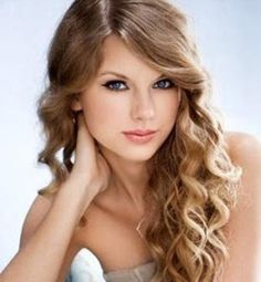 Taylor Swift - Long dark blonde wavy curls hairstyle with a side part and golden blonde highlights