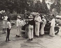Bloemenverkopers op straat, Bandung, Java, Indonesië (1933)