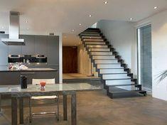 Vor allem in moderne Wohnräume lassen sich auch Treppen, die komplett aus Stahl sind, integrieren. Sie können zwar kühl wirken, sind jedoch sehr robust und widerstandsfähig. Wie auch Varianten aus Holz, werden Stahltreppen in unterschiedlichen Formen und Farben angeboten.