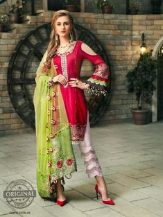 Simple Pakistani Dresses, Pakistani Dress Design, Pakistani Outfits, Pakistani Clothing, Indian Dresses, Stylish Dresses For Girls, Stylish Dress Designs, Frock Fashion, Fashion Dresses