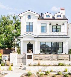 White Farmhouse Exterior, White Exterior Paint, Exterior Paint Colors For House, Paint Colors For Home, Modern Exterior, Exterior Design, Wall Exterior, Exterior Siding, Farmhouse Small