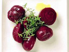 Koka rödbetor till förrätt | Recept från Köket.se Vegetable Side Dishes, Dinner Recipes, Vegetarian, Snacks, Fruit, Vegetables, Food, Beautiful Life, Appetizers