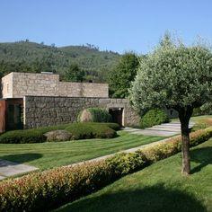 Casa em Brito | Topos Atelier de Arquitectura Image Shows, Ground Floor, Guest Room, Golf Courses, Construction, Mansions, House Styles, Building, Portugal