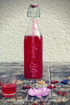 Eine wunderbare Art, Johannisbeeren zu verarbeiten: Johannisbeer-Likör Likör selber machen   Johannisbeerlikör Rezept   einfaches Rezept Johannisbeeren   Getränke   Drinks   Sommer-Getränke   Aperitif Ideen   Sommerparty