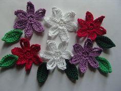 Fleurs et feuilles en crochet, appliques en coton : http://www.alittlemarket.com/ecussons-appliques/fr_fleurs_et_feuilles_en_crochet_appliques_en_coton-7683431.html