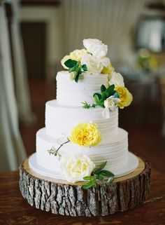 Sunny yellow floral topped cake: http://www.stylemepretty.com/2014/09/11/preppy-spring-charlottesville-wedding/   Photography: http://elisabricker.com/