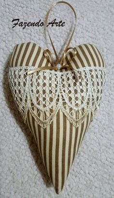 Your Heart, Sewing Projects, Shabby Chic, Christmas Gifts, Hearts, Felt, Quilts, Weddings, Ornaments