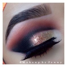 Smokey gold glitter cut crease #eye #makeup #eyes #eyeshadow #smokey #dark #dramatic