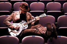 Com a mistura inusitada entre o blues norte-americano e a milonga gaúcha, o músico Oly Júnior se apresenta na Casa de Cultura Mario Quintana no dia 22 de agosto, às 12h30.