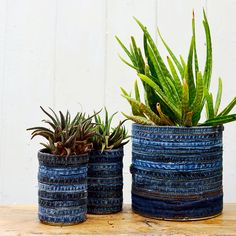 Cheap & Easy Upcycling Christmas Craft: DIY Rustic Vase made out of a tin can! Looking for upcycling crafts? There are so many ways to dress up a tin can! This cheap and easy project is great for kids and… Continue Reading → Denim Crafts, Upcycled Crafts, Upcycled Garden, Coffee Can Planter, Diy Flowers, Flower Pots, Crafts To Do When Your Bored, Tin Can Art, Patchwork Chair