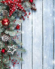 Free Wallpapers for Your Watch Christmas Wreaths, Christmas Tree, Apple Watch Wallpaper, Samsung, Wallpapers, Watches, Holiday Decor, Free, Home Decor