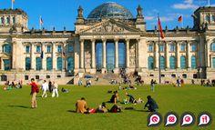 #Berlin #City: Vor dem Reichstag im Park entspannen.