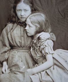 Marion and Florence Terry photographed by Lewis Carroll