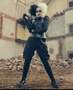 Emma Stone Outfit, Cruella Deville Costume, Harley And Joker Love, Cosplay Costumes, Halloween Costumes, Emma Stone Style, Actress Emma Stone, Beloved Movie, Dark Disney