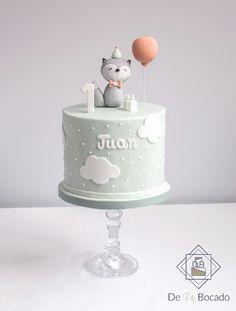Tarta infantil de cumpleaños con topper de zorro y globo / baby birthday cake with foxy and balloon topper