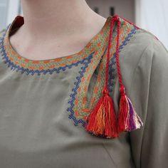Latest Stylish Kurti Neck Designs - The handmade craft Neck Designs For Suits, Neckline Designs, Dress Neck Designs, Designs For Dresses, Sleeve Designs, Kurta Designs, Blouse Designs, Salwar Kameez, Churidar